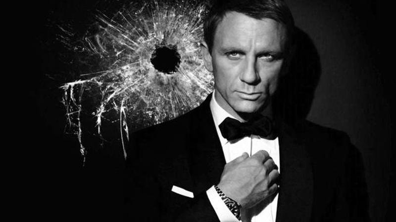 daniel-craig-as-a-james-bondinsert3