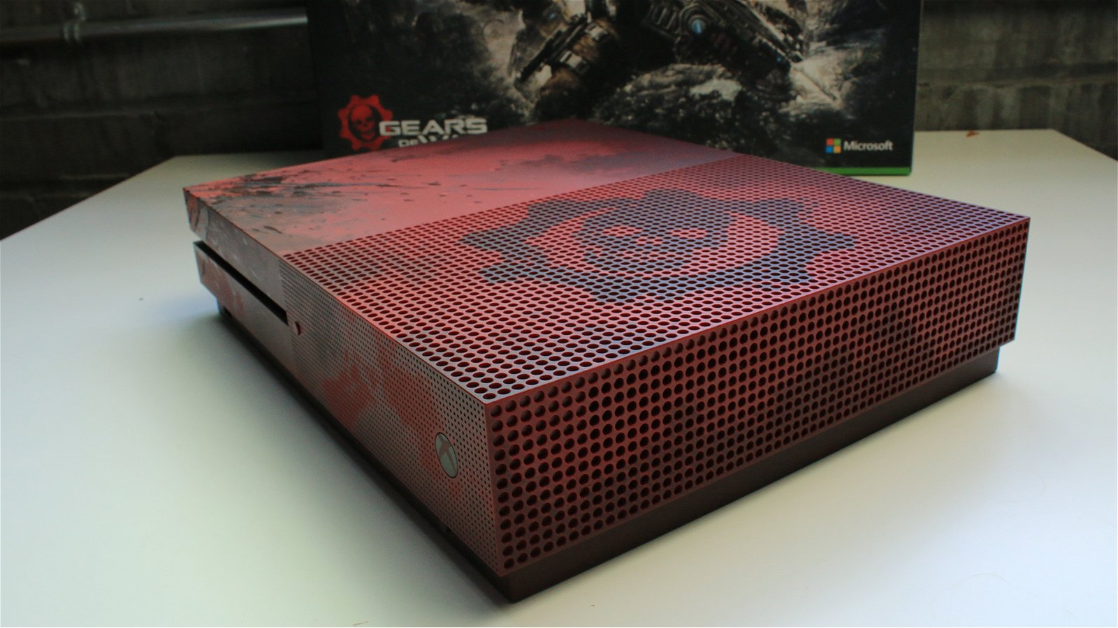 Unboxing the Gears of War 4 Xbox One S 12