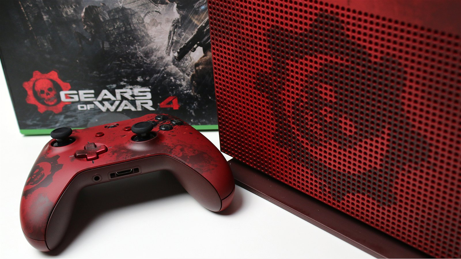 Unboxing the Gears of War 4 Xbox One S 2