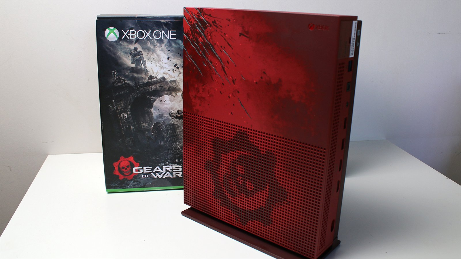 Unboxing the Gears of War 4 Xbox One S 8