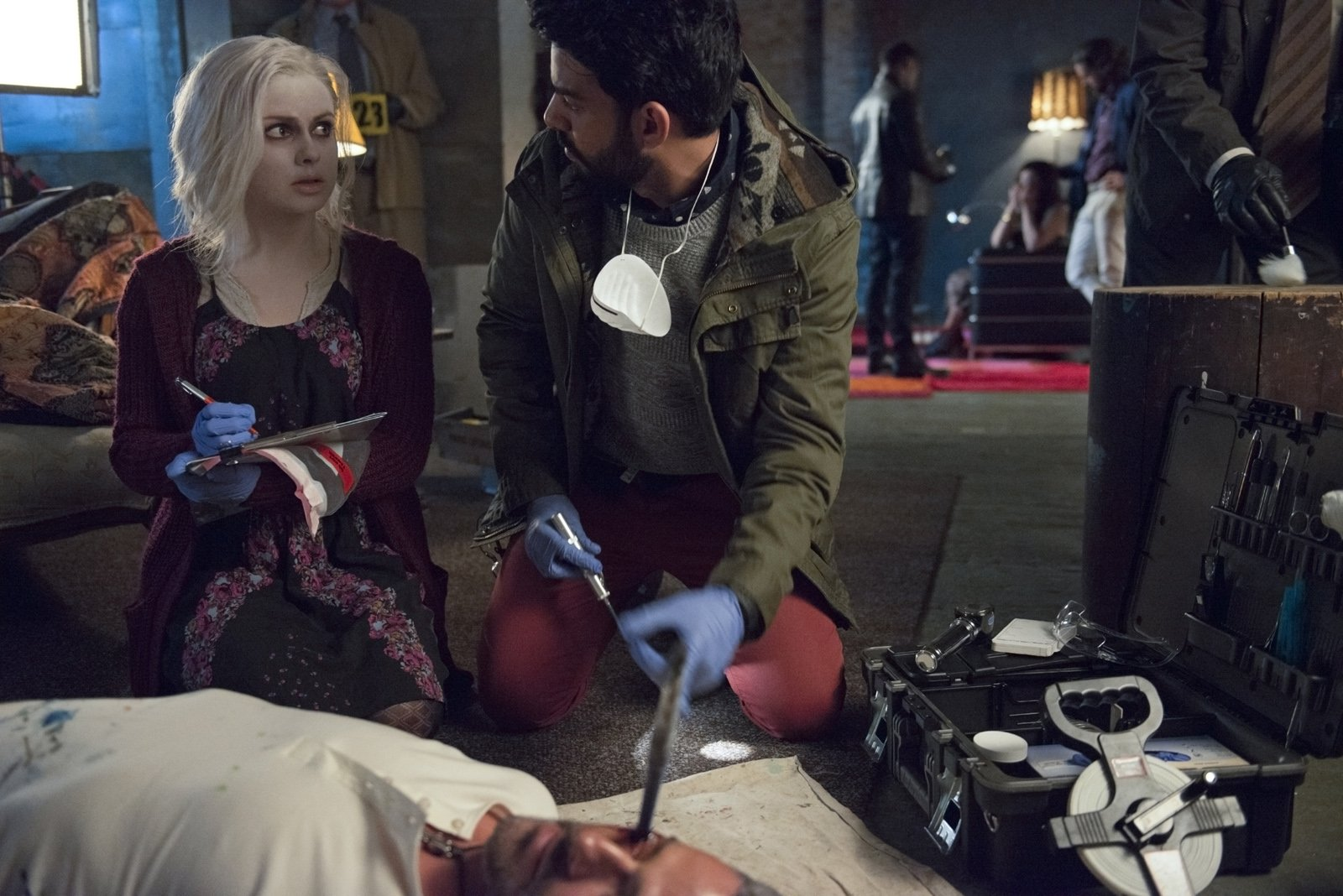 "iZombie -- ""Brother, Can You Spare A Brain?"" -- Image Number: ZMB102B_0096 -- Pictured(L-R): Rahul Kohli as Dr. Ravi Chakrabarti and Rose McIver as Olivia ""Liv"" Moore -- Photo: Cate Cameron/The CW -- © 2015 The CW Network, LLC. All rights reserved."