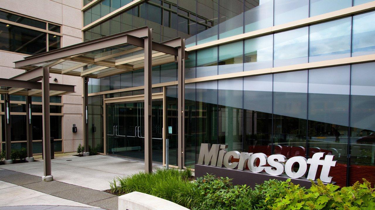 Microsoft Q1 Report: Xbox sales down 17% - 2015-10-22 17:27:45