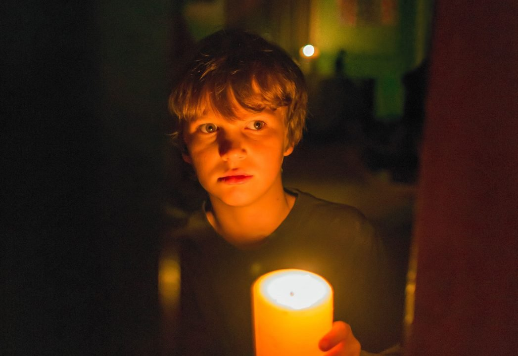 Lights Out (Movie) Review 2