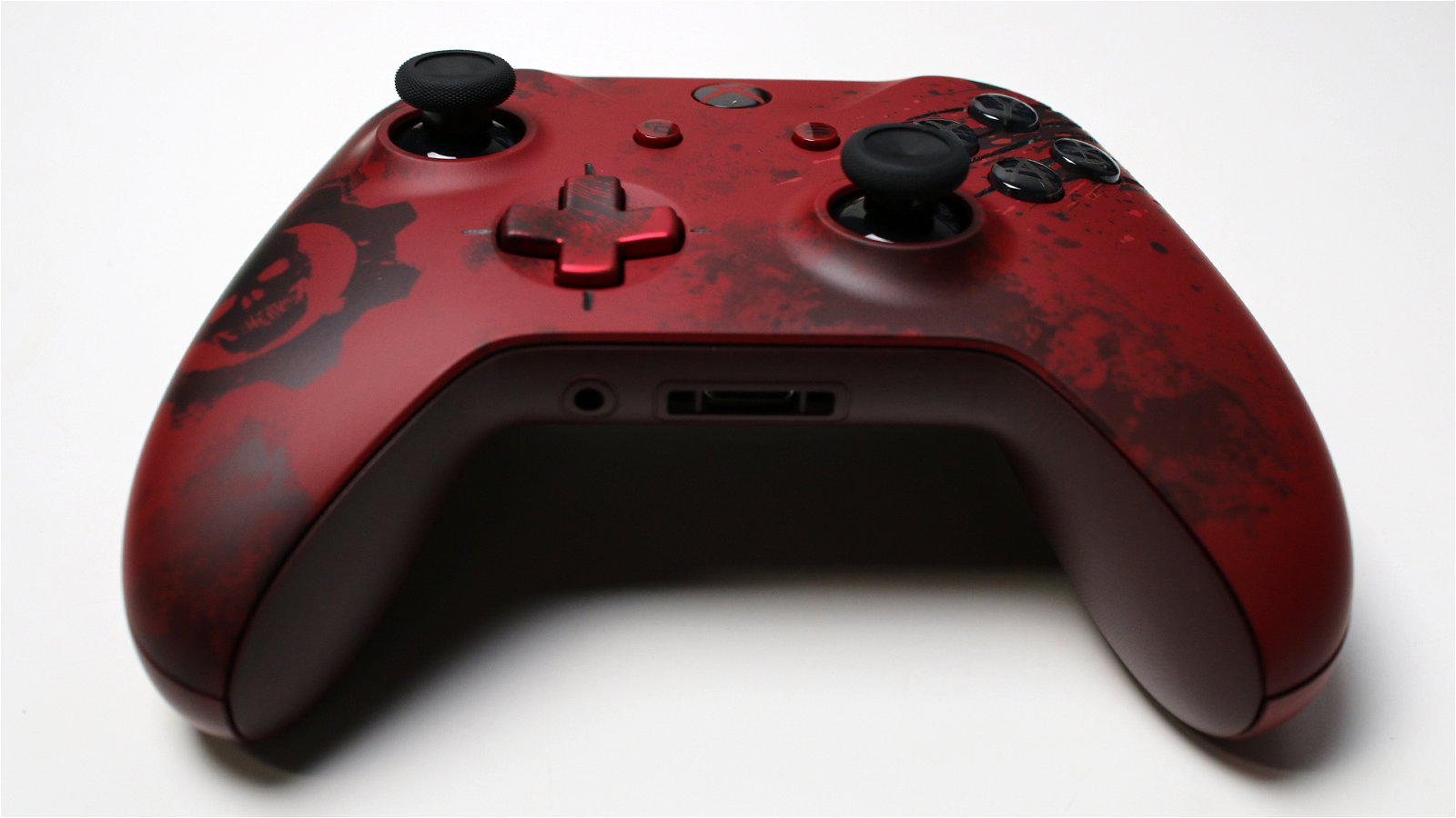 Unboxing the Gears of War 4 Xbox One S 11