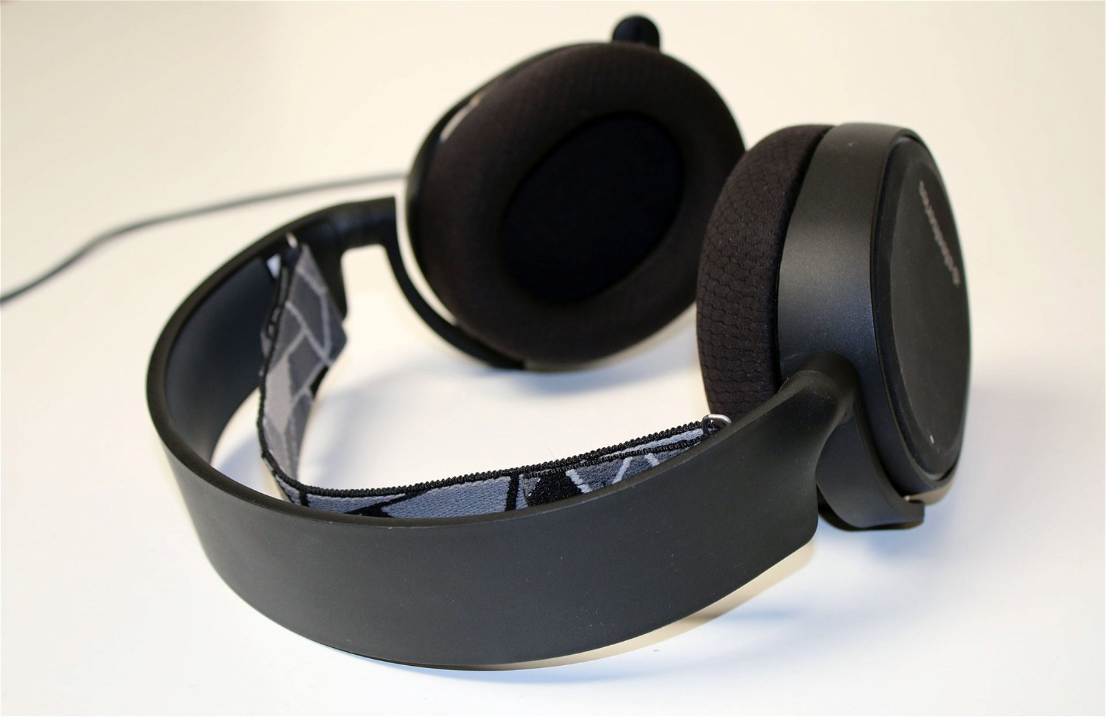 steelseries arctis 3 headset review. Black Bedroom Furniture Sets. Home Design Ideas