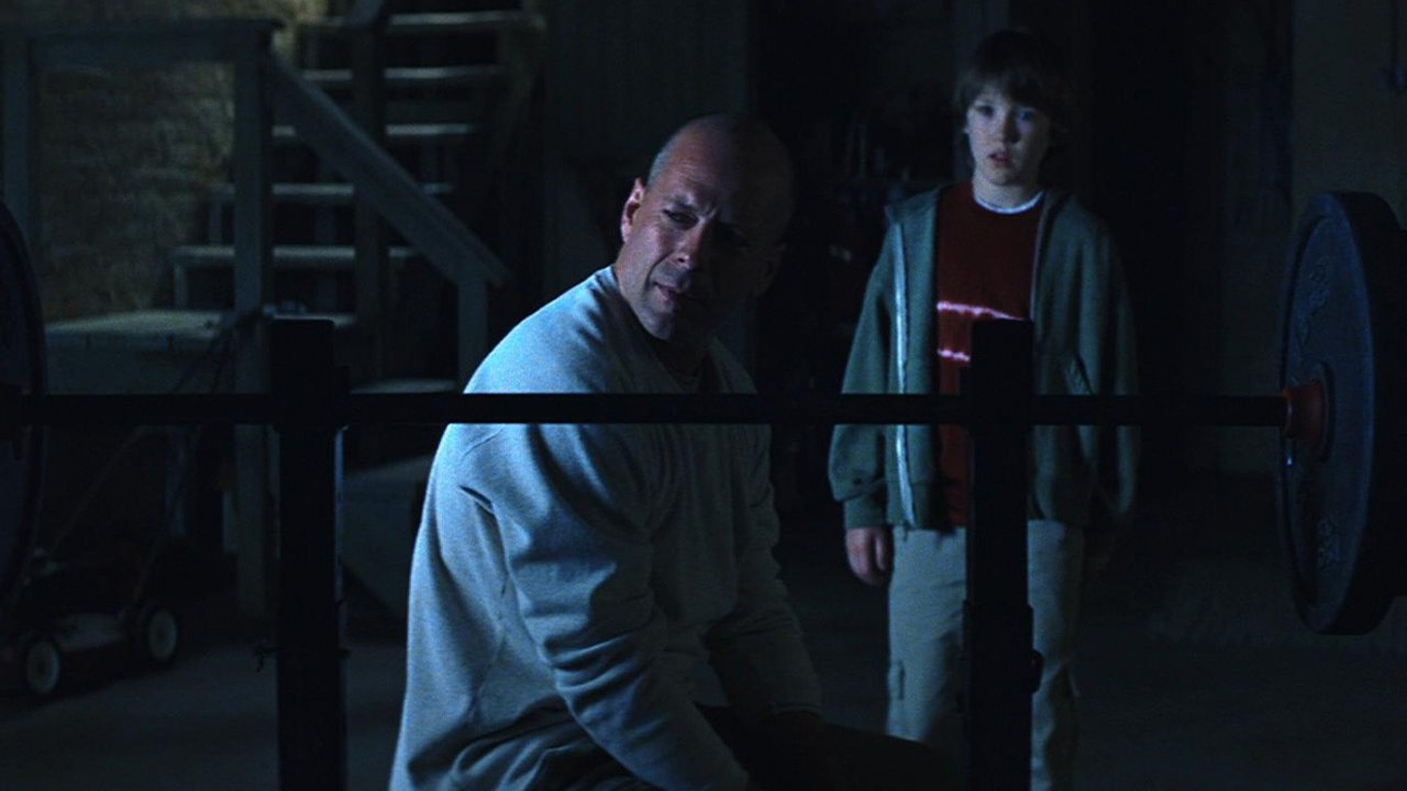 Unbreakable Is One Of The Great Superhero Films 4
