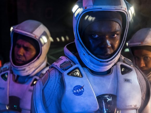 The Cloverfield Paradox (2018) Review: Lost in Space 8