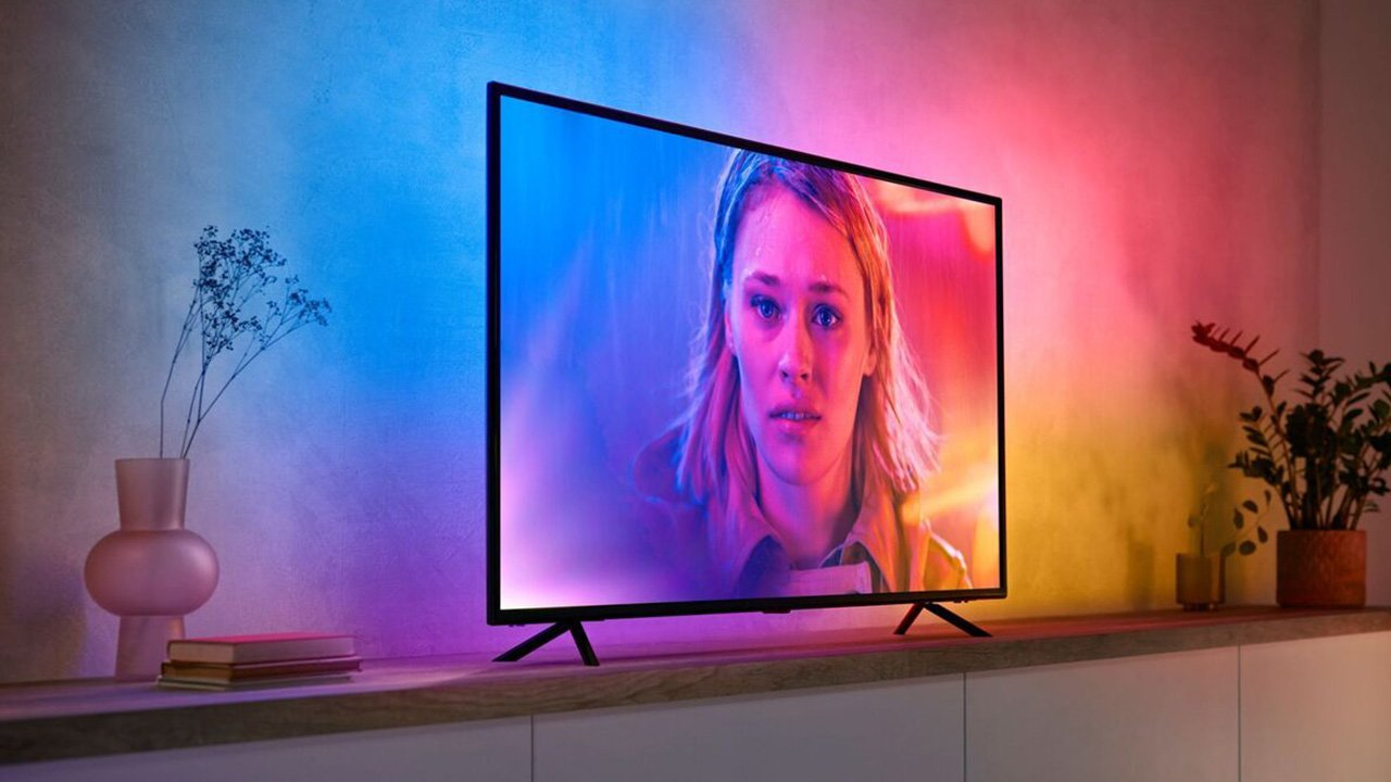 Philips' Hue Play Gradient Lightstrip Syncs to TV Pictures