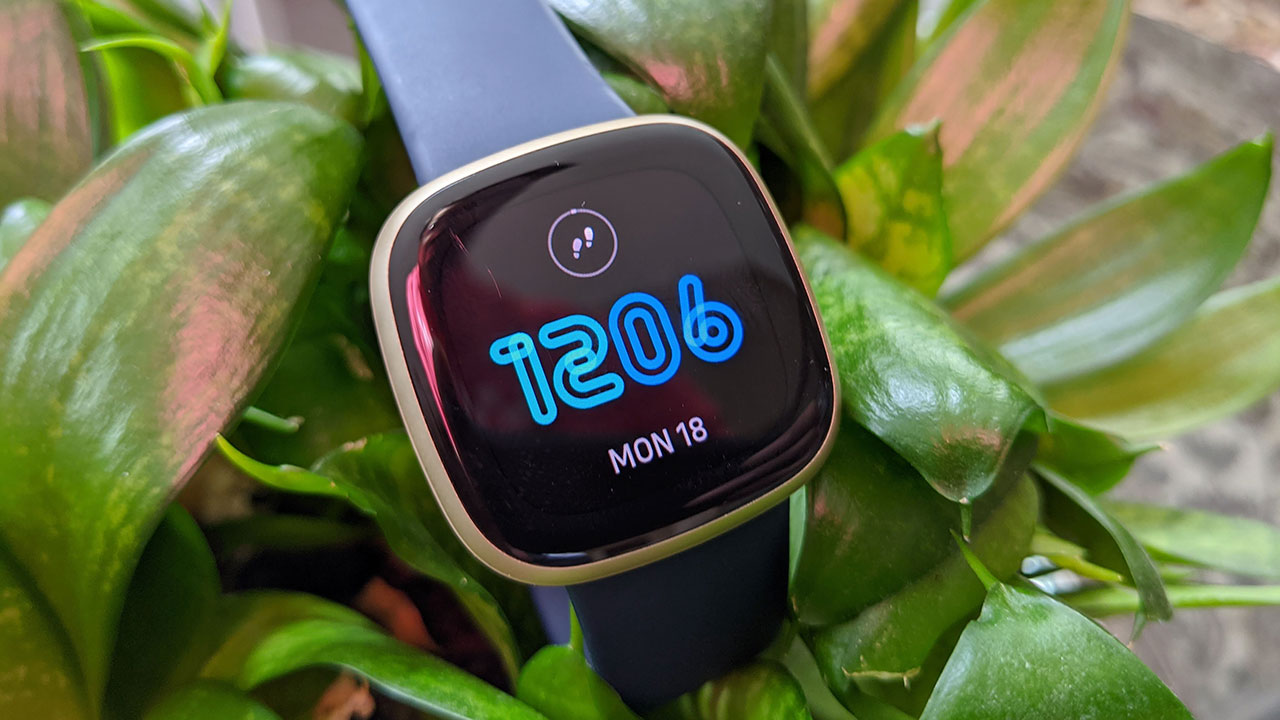Fitbit Versa 3 Smartwatch Review 2