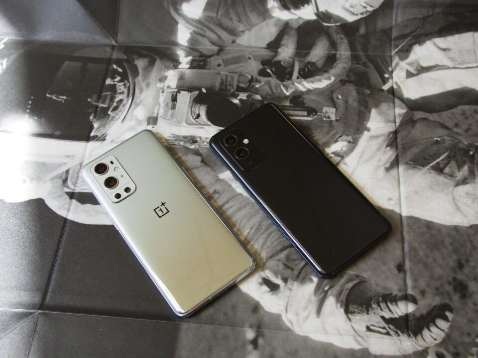 Oneplus 9 Pro (Left) Oneplus 9 (Right)