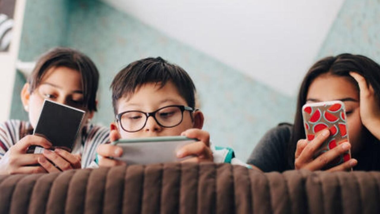 The Art Of Balancing Screen Time And Back-To-School