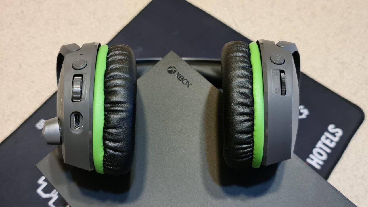 Hyperx Cloudx Stinger Core Wireless Headset Review 7