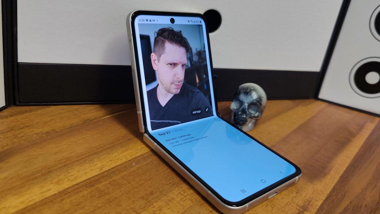 Samsung Galaxy Z Flip 3 Review 1